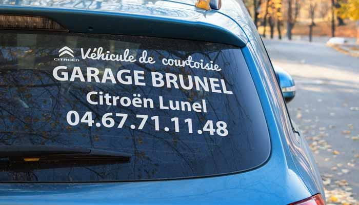 AUtocollant, lettre adhésive sur vitre arrière véhicule de société personnalisé